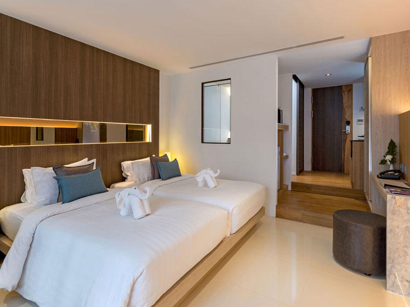 Deluxe Room Accommodatation at The Bay & Beach Club Hotel Patong