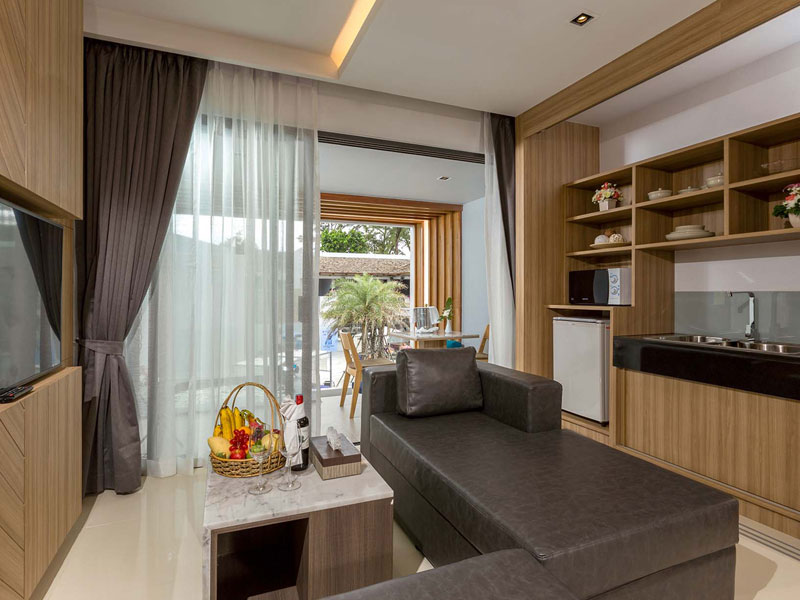 Luxury Beach Suite Accommodatation at The Bay & Beach Club Hotel Patong
