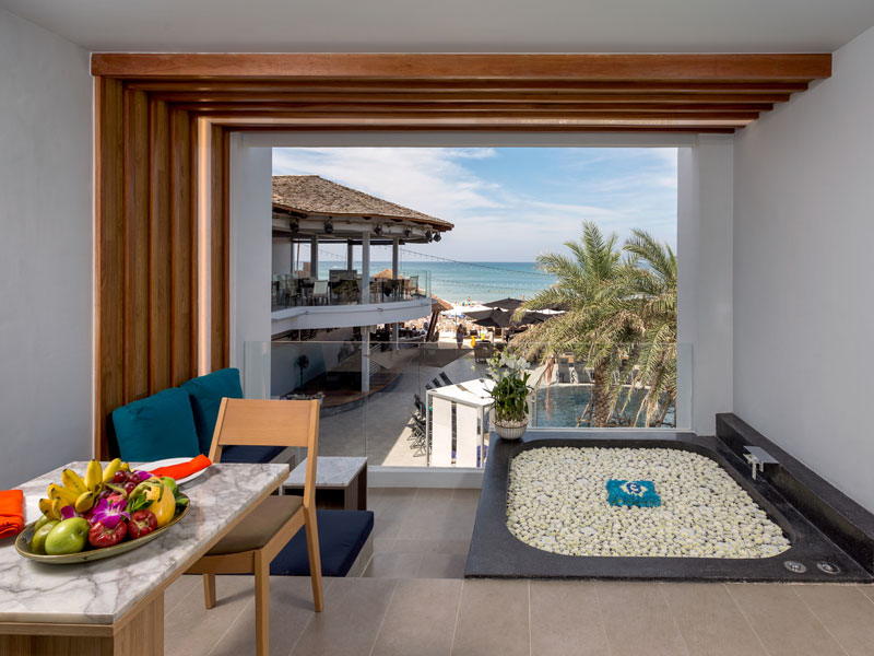 Luxury Beachfront Suite Accommodatation at The Bay & Beach Club Hotel Patong