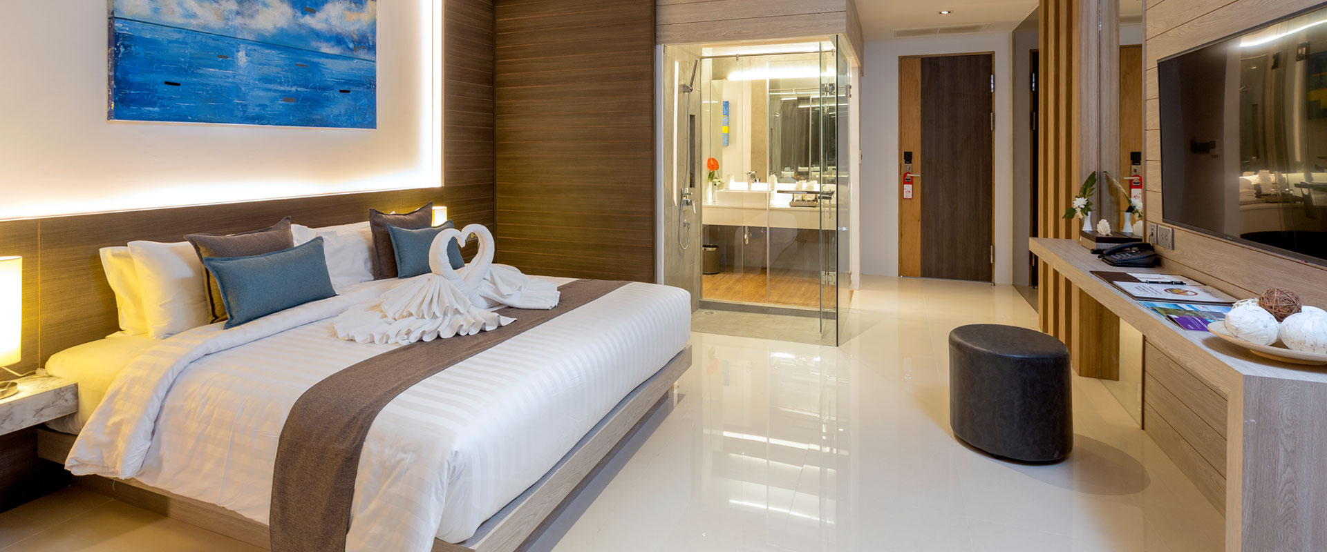 Pool and Beach Suites in Patong